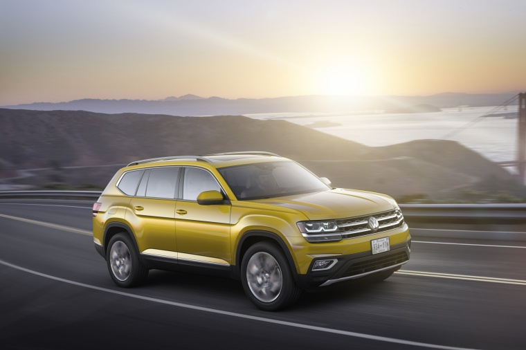 Picture of a driving 2019 Volkswagen Atlas V6 SEL from a front right three-quarter perspective