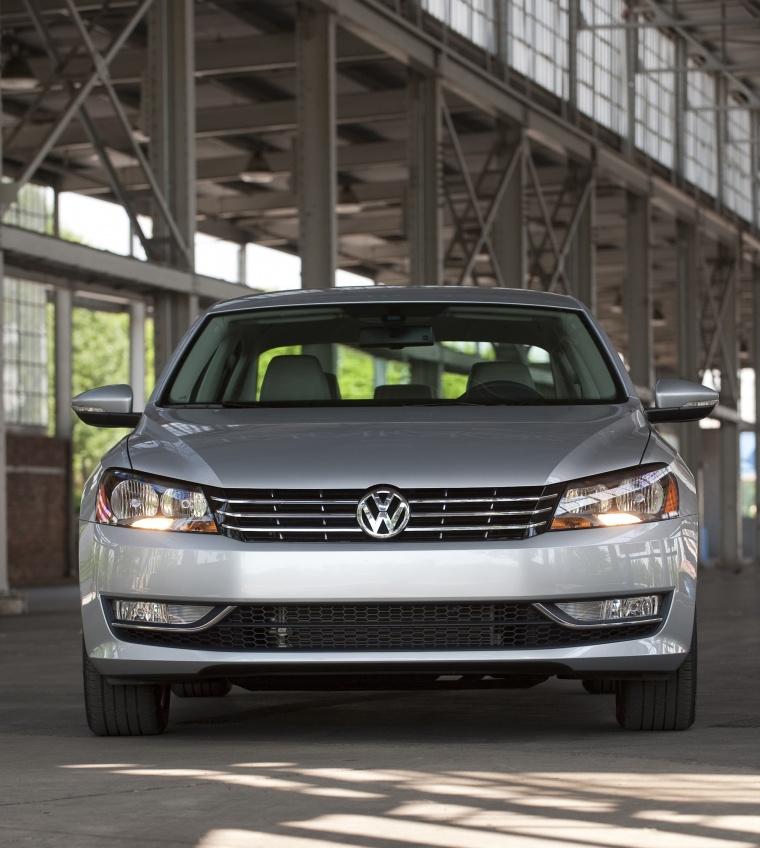 2013 Volkswagen Passat Sedan 3 6 Se In Tungsten Silver