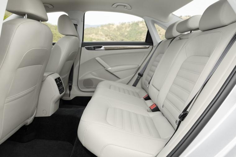 2018 Volkswagen Passat Sedan Rear Seats Picture