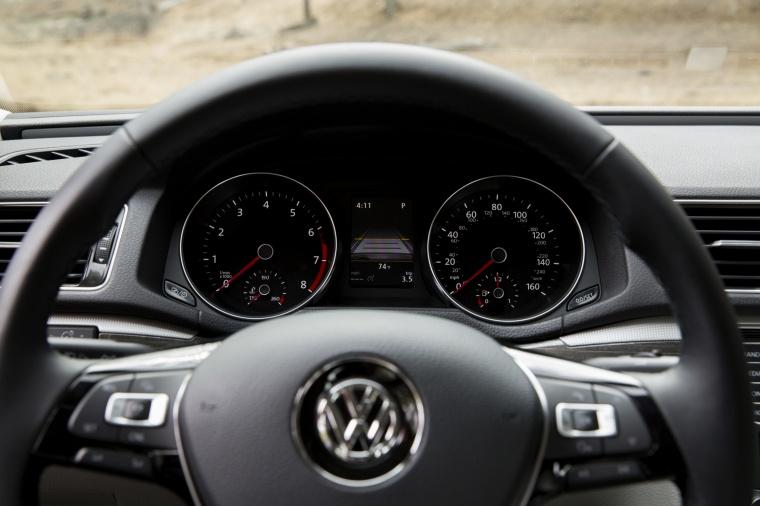 2018 Volkswagen Passat Sedan Gauges Picture