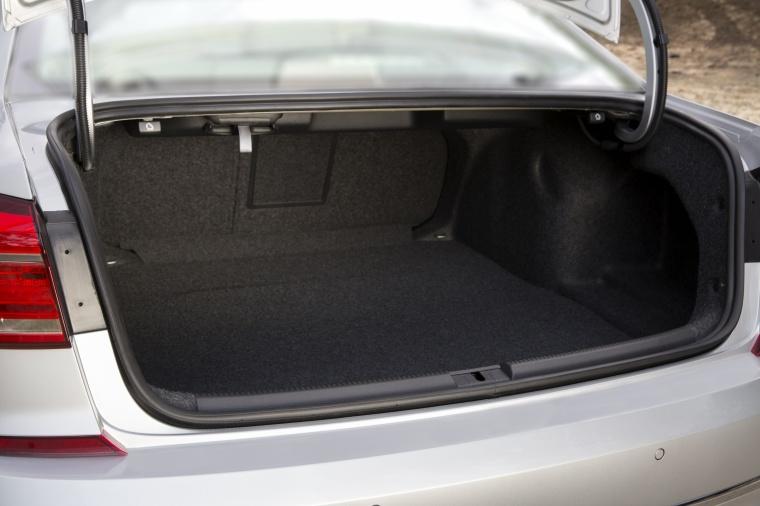 2018 Volkswagen Passat Sedan Trunk Picture