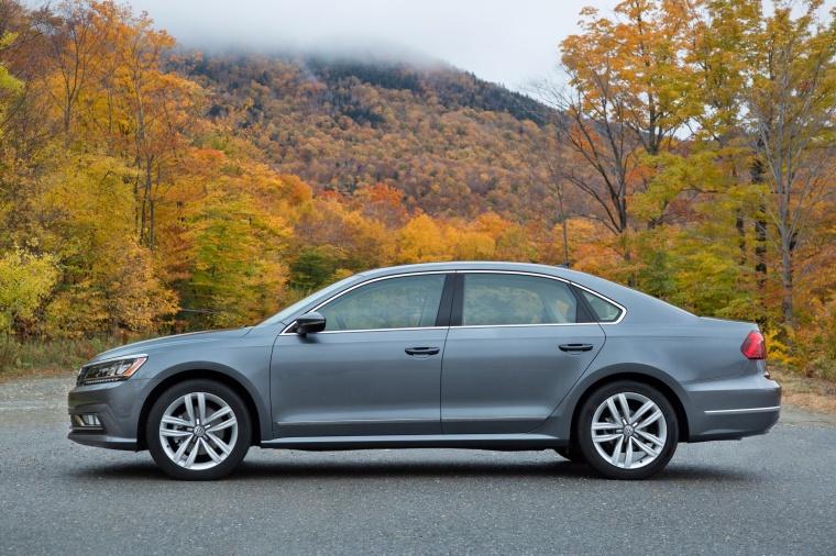 2018 Volkswagen Passat V6 Sedan Picture