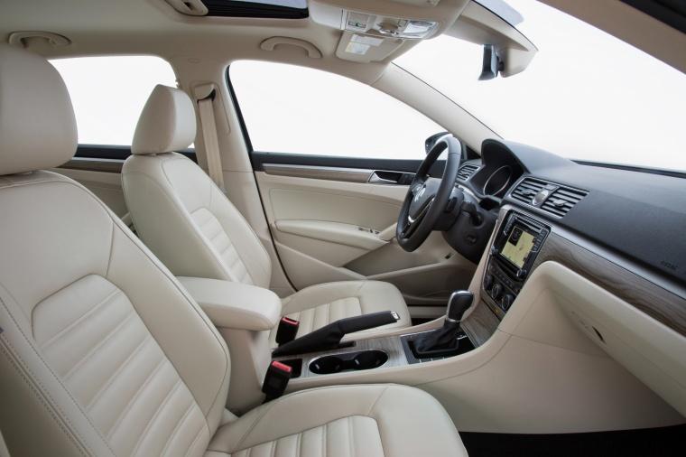 2018 Volkswagen Passat V6 Sedan Front Seats Picture