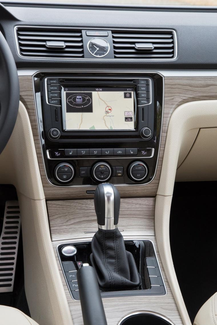 2018 Volkswagen Passat V6 Sedan Center Stack Picture