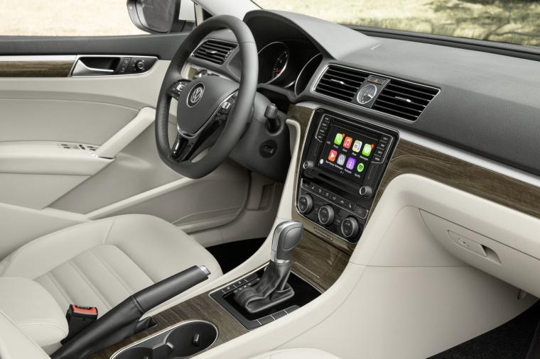 2018 Volkswagen Passat Sedan Interior Picture
