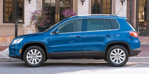 2010 Volkswagen Tiguan Reviews / Specs / Pictures / Prices