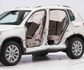 2016 Volkswagen Tiguan IIHS Side Impact Crash Test Picture