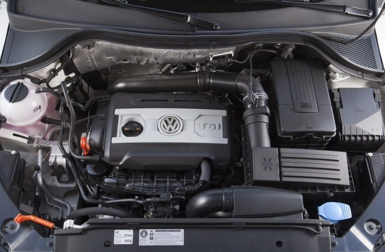 2017 Volkswagen Tiguan 2.0-liter 4-cylinder turbocharged Engine