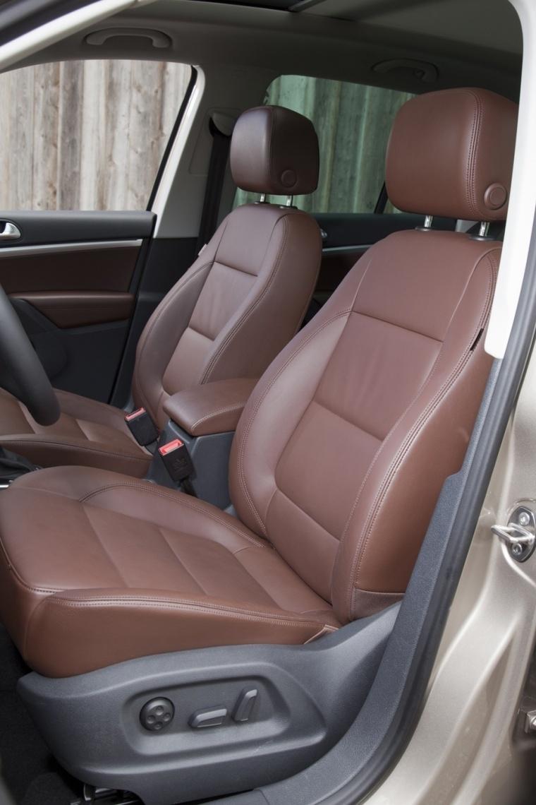 2017 Volkswagen Tiguan Front Seats Picture