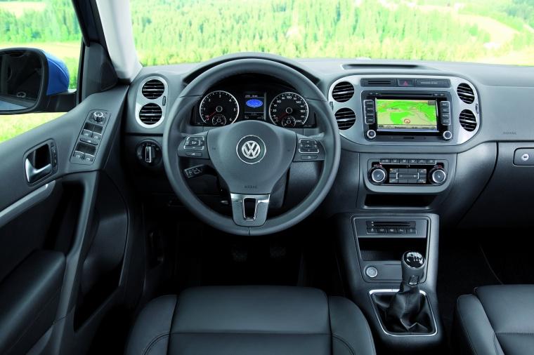 2017 Volkswagen Tiguan Cockpit Picture