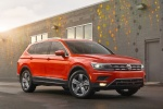 Picture of a 2018 Volkswagen Tiguan SEL in Habanero Orange Metallic from a front right three-quarter perspective