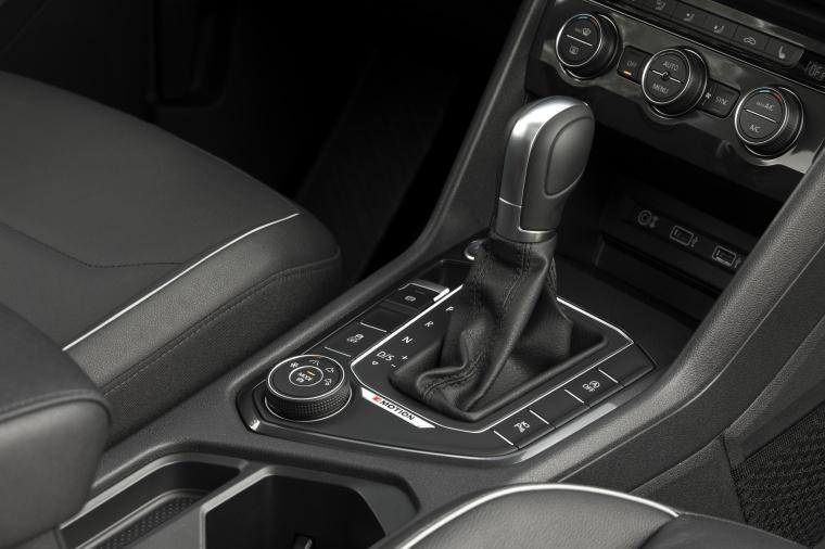 2019 Volkswagen Tiguan SEL Center Console Picture