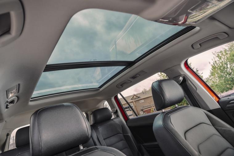 2019 Volkswagen Tiguan SEL Moonroof Picture