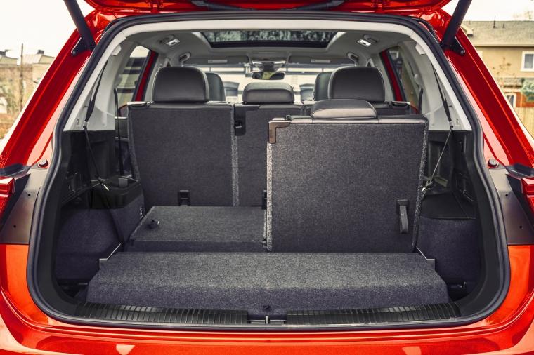 2019 Volkswagen Tiguan SEL Trunk Picture