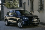 2012 Volkswagen Touareg Hybrid in Black Uni - Static Front Right Three-quarter View