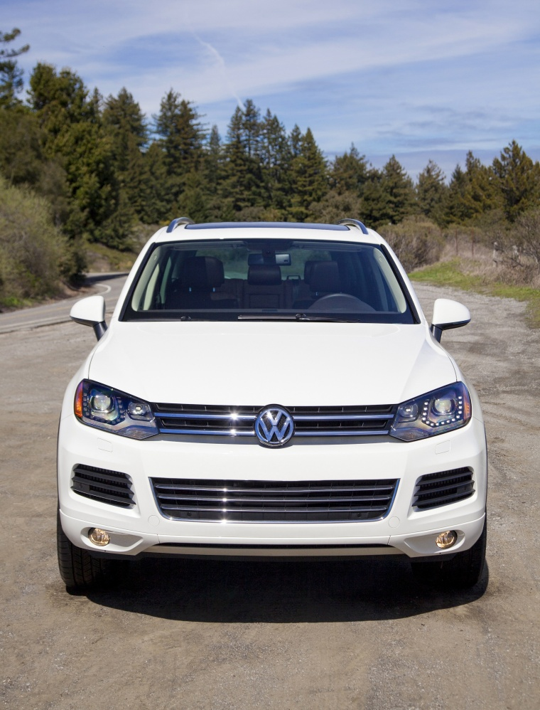 2014 Volkswagen Touareg TDI in Pure White from a frontal view