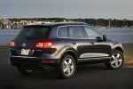 2014 Volkswagen Touareg Hybrid in Black Uni - Static Rear Right Three-quarter View