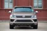 2015 Volkswagen (VW) Touareg TDI in Sand Gold Metallic - Static Frontal View