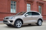 2015 Volkswagen (VW) Touareg TDI in Sand Gold Metallic - Static Front Left Three-quarter View