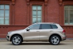 2015 Volkswagen (VW) Touareg TDI in Sand Gold Metallic - Static Side View