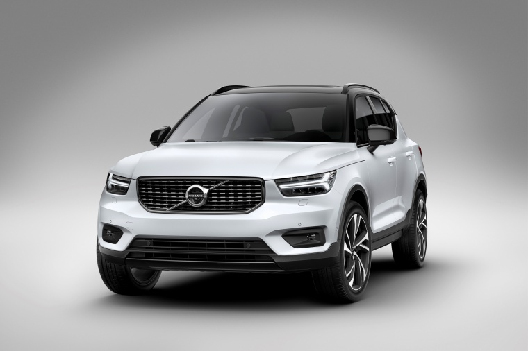 2019 Volvo XC40 T5 R-Design AWD in Crystal White Metallic from a front left view