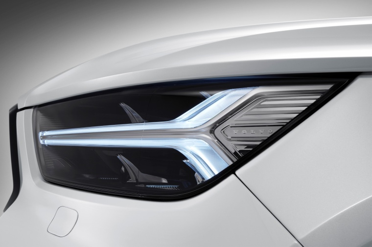 2019 Volvo XC40 T5 R-Design AWD Headlight Picture