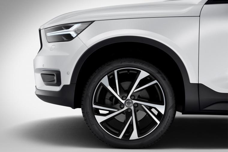 2019 Volvo XC40 T5 R-Design AWD Rim Picture
