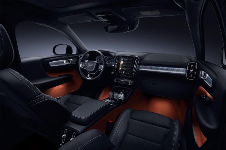 2019 Volvo XC40 T5 R-Design AWD Cockpit Picture