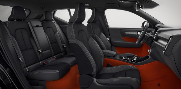 2019 Volvo XC40 T5 R-Design AWD Interior Picture
