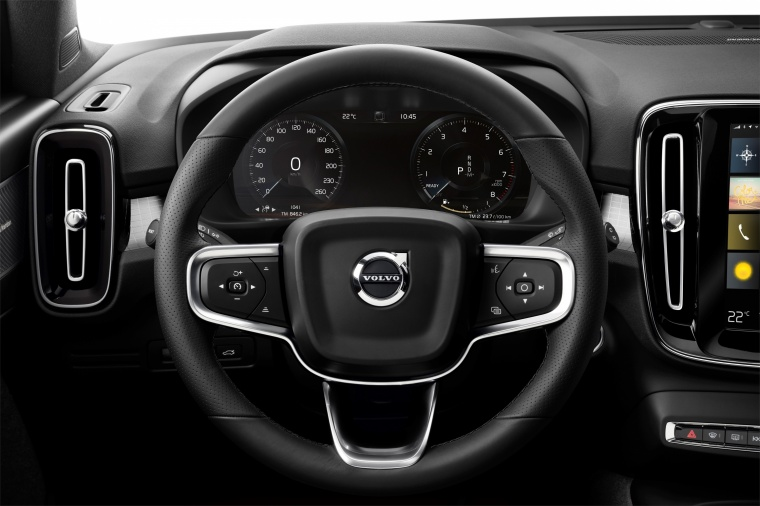 2019 Volvo XC40 T5 R-Design AWD Steering-Wheel Picture