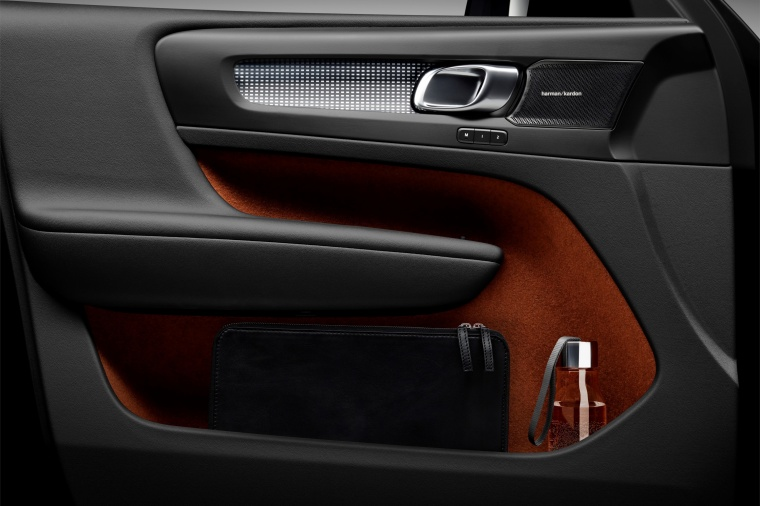 2019 Volvo XC40 T5 R-Design AWD Door Panel Picture