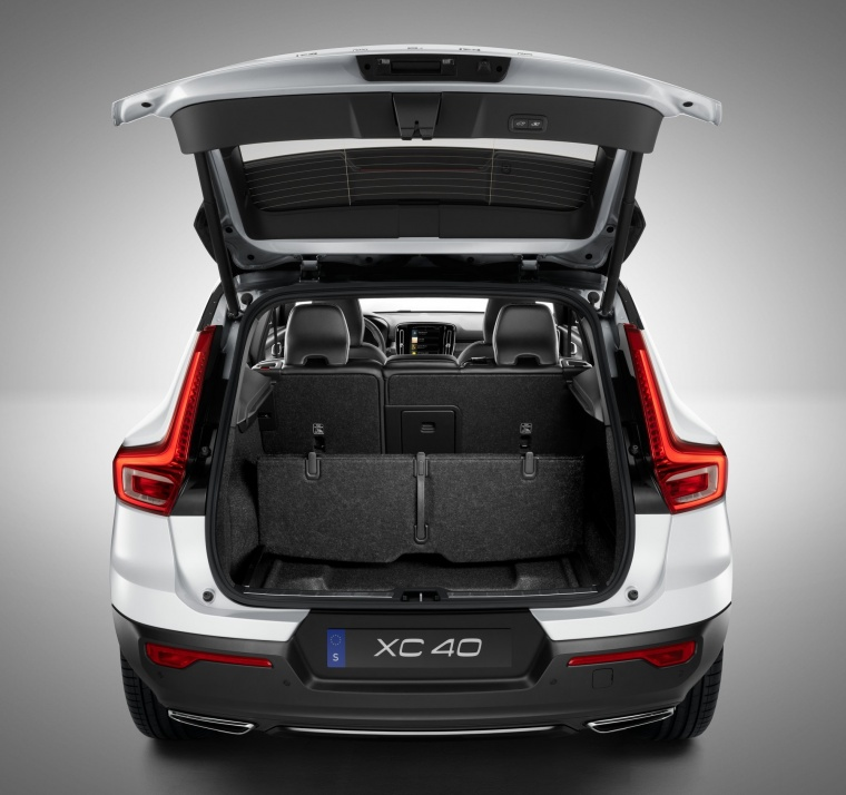 2019 Volvo XC40 T5 R-Design AWD Trunk Picture