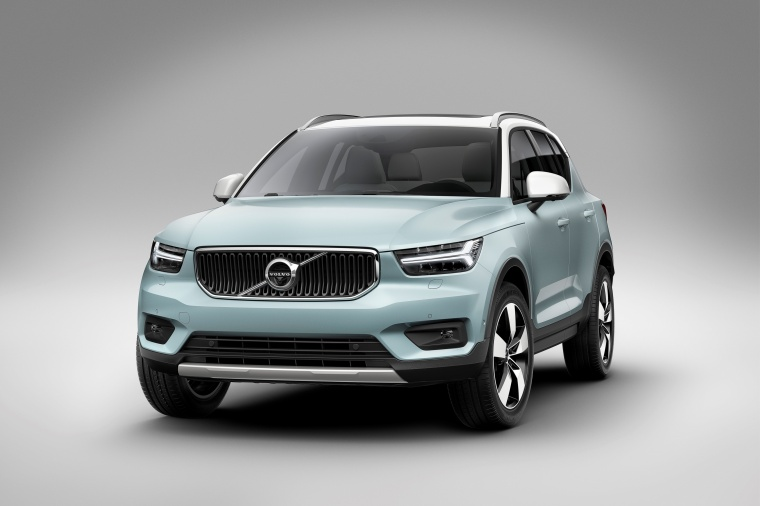 2019 Volvo XC40 T5 Momentum AWD Picture