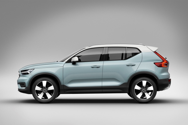 2019 Volvo XC40 T5 Momentum AWD in Amazon Blue from a side view