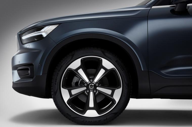 2019 Volvo XC40 T5 Inscription AWD Rim Picture