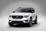 Picture of a 2019 Volvo XC40 T5 R-Design AWD in Crystal White Metallic from a front left perspective