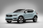 Picture of a 2019 Volvo XC40 T5 Momentum AWD in Amazon Blue from a front left three-quarter perspective