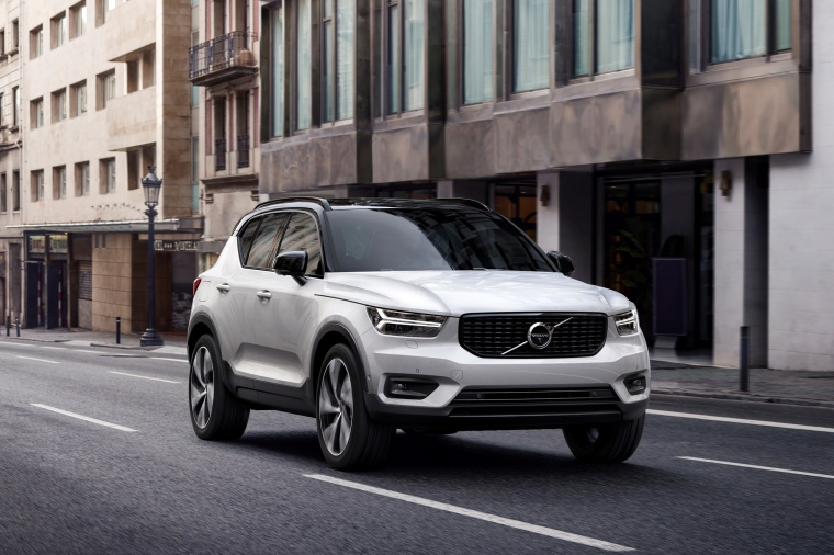 Driving 2020 Volvo XC40 T5 R-Design AWD in Crystal White Metallic from a front right view