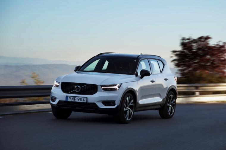Driving 2020 Volvo XC40 T5 R-Design AWD in Crystal White Metallic from a front left three-quarter view