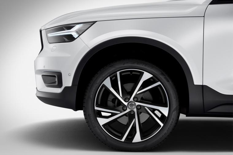 2020 Volvo XC40 T5 R-Design AWD Rim Picture