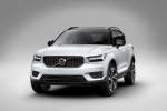 Picture of a 2020 Volvo XC40 T5 R-Design AWD in Crystal White Metallic from a front left perspective