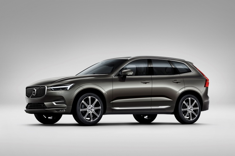 Picture of a 2019 Volvo XC60 T6 AWD in Pine Gray Metallic from a front left three-quarter perspective