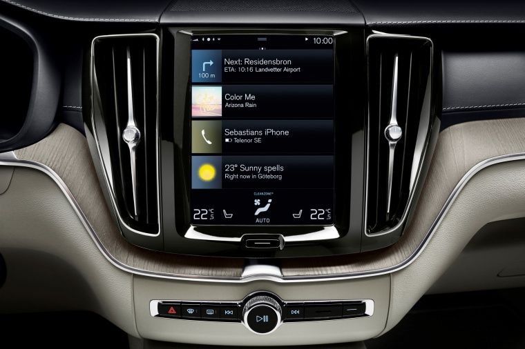Picture of a 2019 Volvo XC60 T6 AWD's Dashboard Screen
