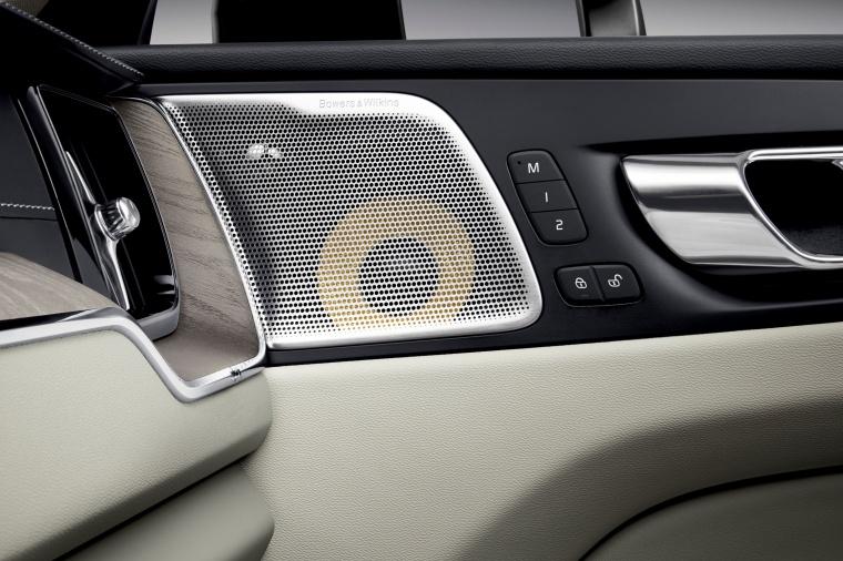 Picture of a 2019 Volvo XC60 T6 AWD's Door Speaker