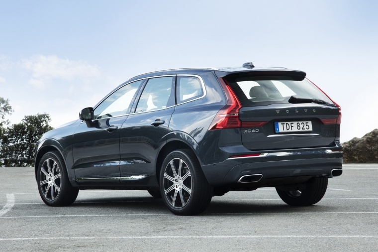 Picture of a 2019 Volvo XC60 T6 AWD in Denim Blue Metallic from a rear left three-quarter perspective
