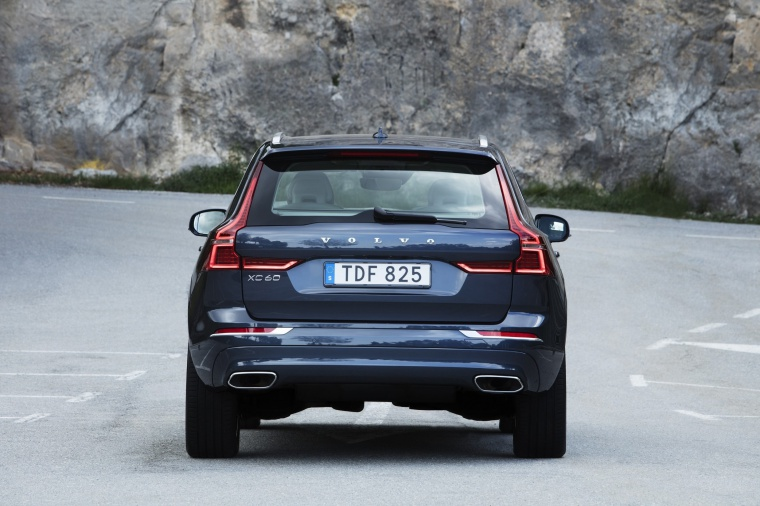 Picture of a 2019 Volvo XC60 T6 AWD in Denim Blue Metallic from a rear perspective
