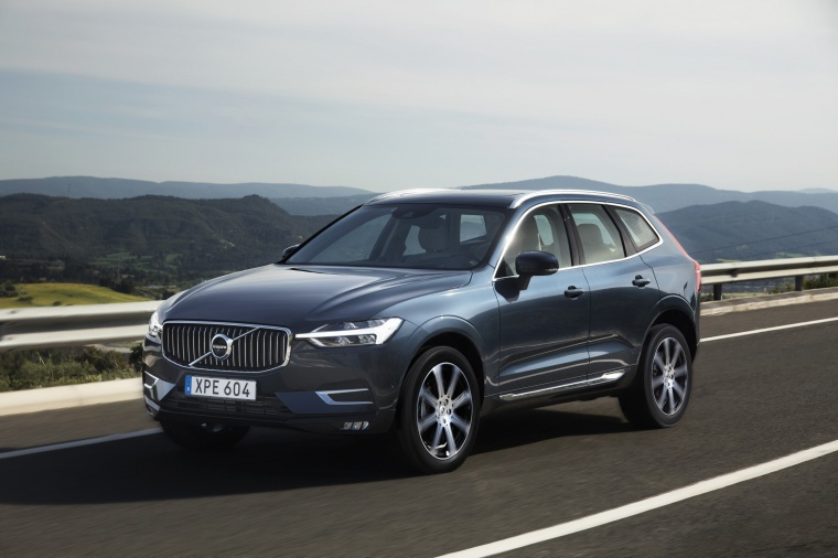 Picture of a driving 2019 Volvo XC60 T6 AWD in Denim Blue Metallic from a front left perspective