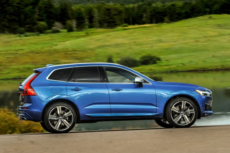 Picture of a driving 2019 Volvo XC60 T6 AWD in Bursting Blue Metallic from a right side perspective