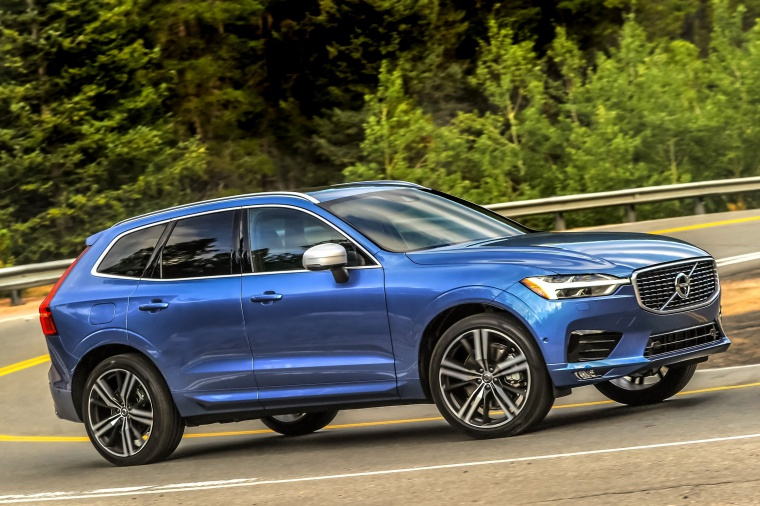 Picture of a driving 2019 Volvo XC60 T6 AWD in Bursting Blue Metallic from a front right three-quarter perspective