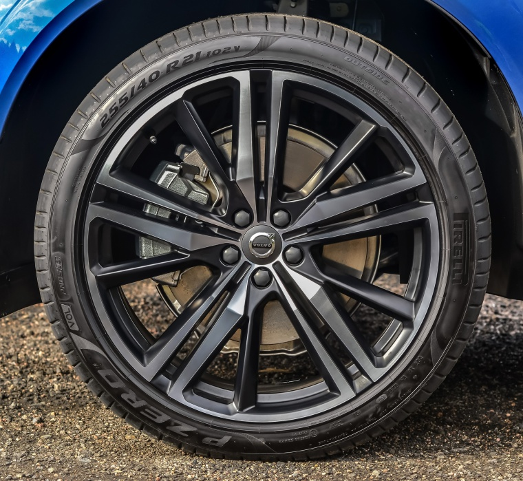 Picture of a 2019 Volvo XC60 T6 AWD's Rim